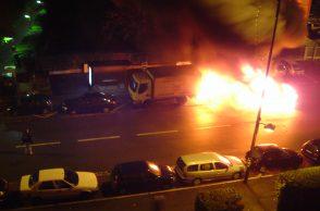 voiture-feu-grande-rue-sevres-2005